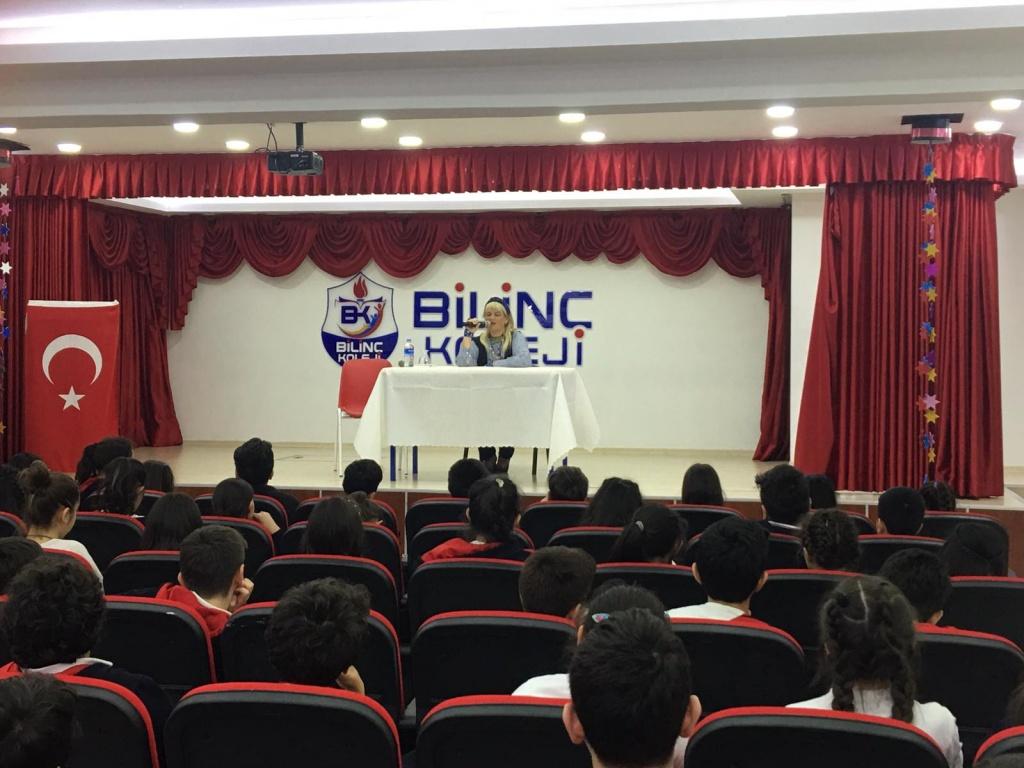 Mavisel Yener, Bilinç Koleji Çocukları ile Buluştu